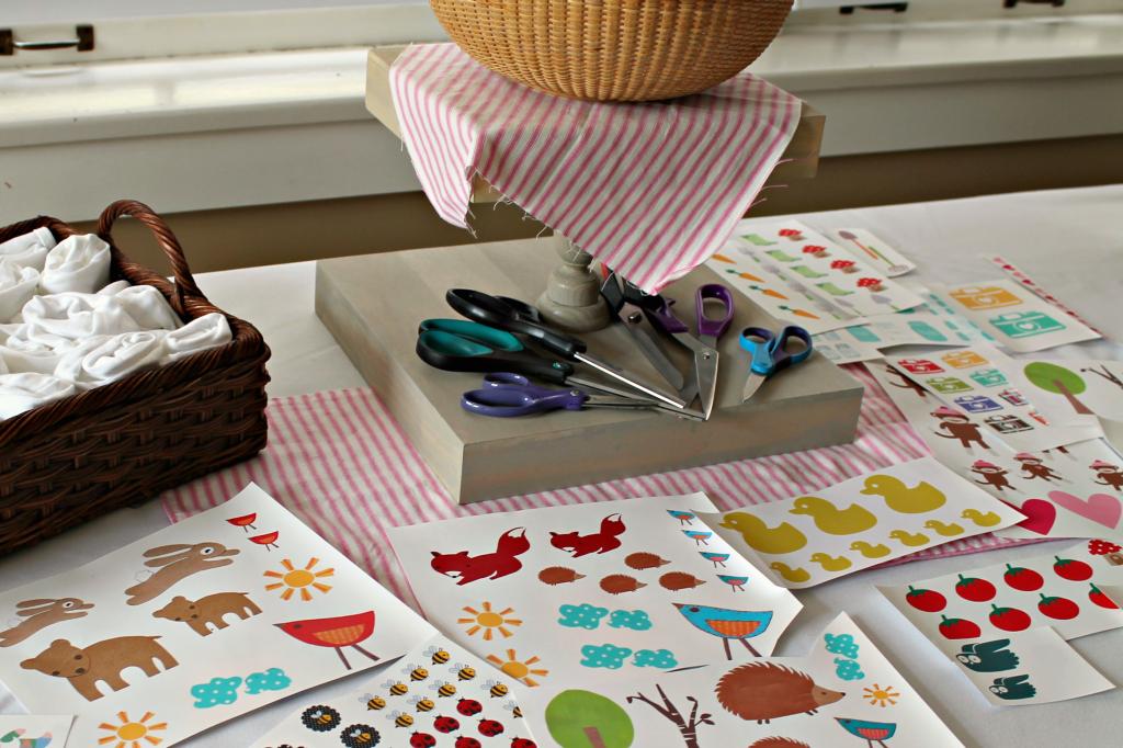 onesie table tray